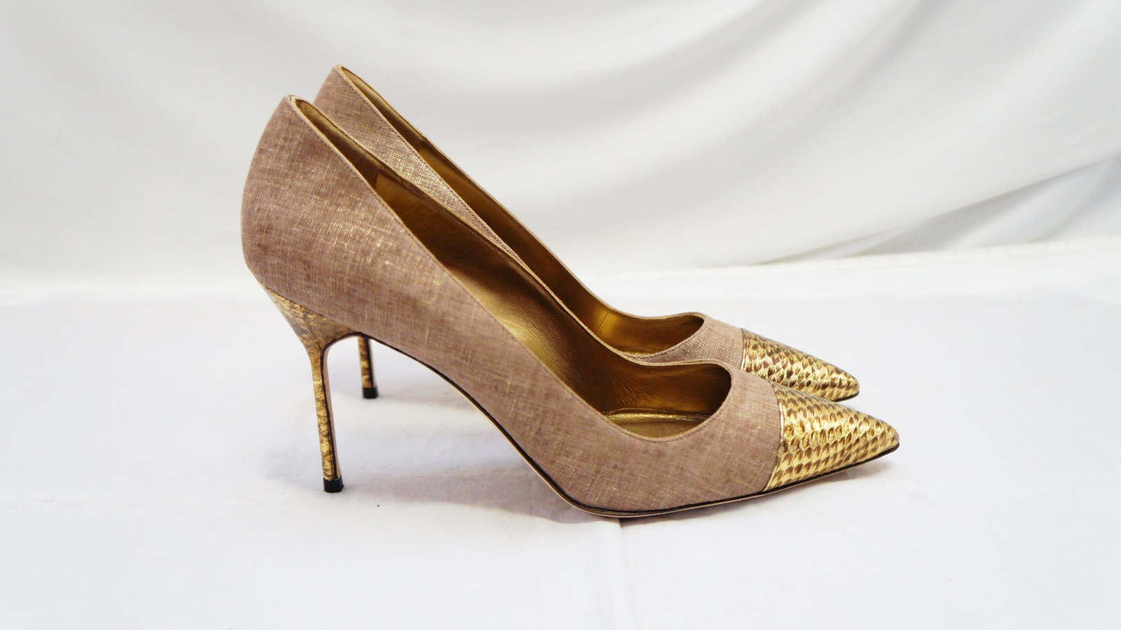 New manolo blahnik bipunta embossed linen pumps 11 for Scarpe manolo blahnik shop on line