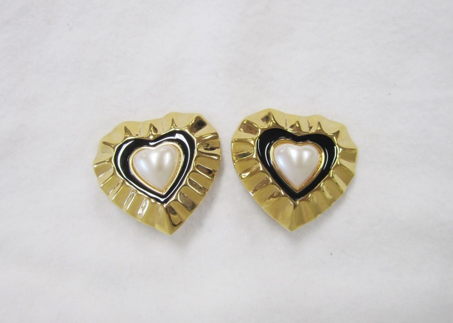 New St John Vintage 80 S Heart Clip On Gold 22k Signed